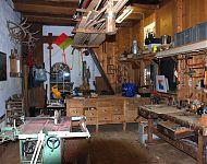makette- en meubelmakerij in de vroegere paardenstal