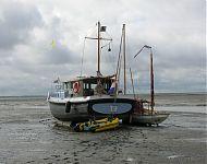 'tij' en de rest van de vloot drooggevallen bij schiermonnikoog