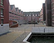 karperbinnenhaven met links de parkeergarage   hoorn