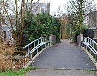voetbrug met bankjes in nieuw sloten
