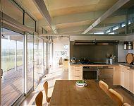 eetkeuken en woonkamer aan de veranda