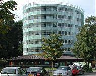 een toren met horeca op de begane grond